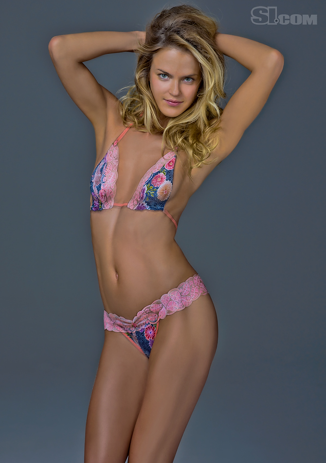 Alfa img - Showing > Adrianne Palicki Body Paint